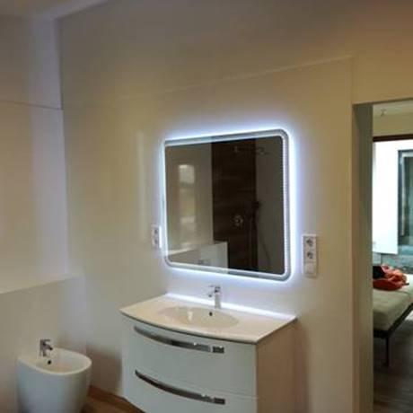Fürdőszoba szekrény világítással